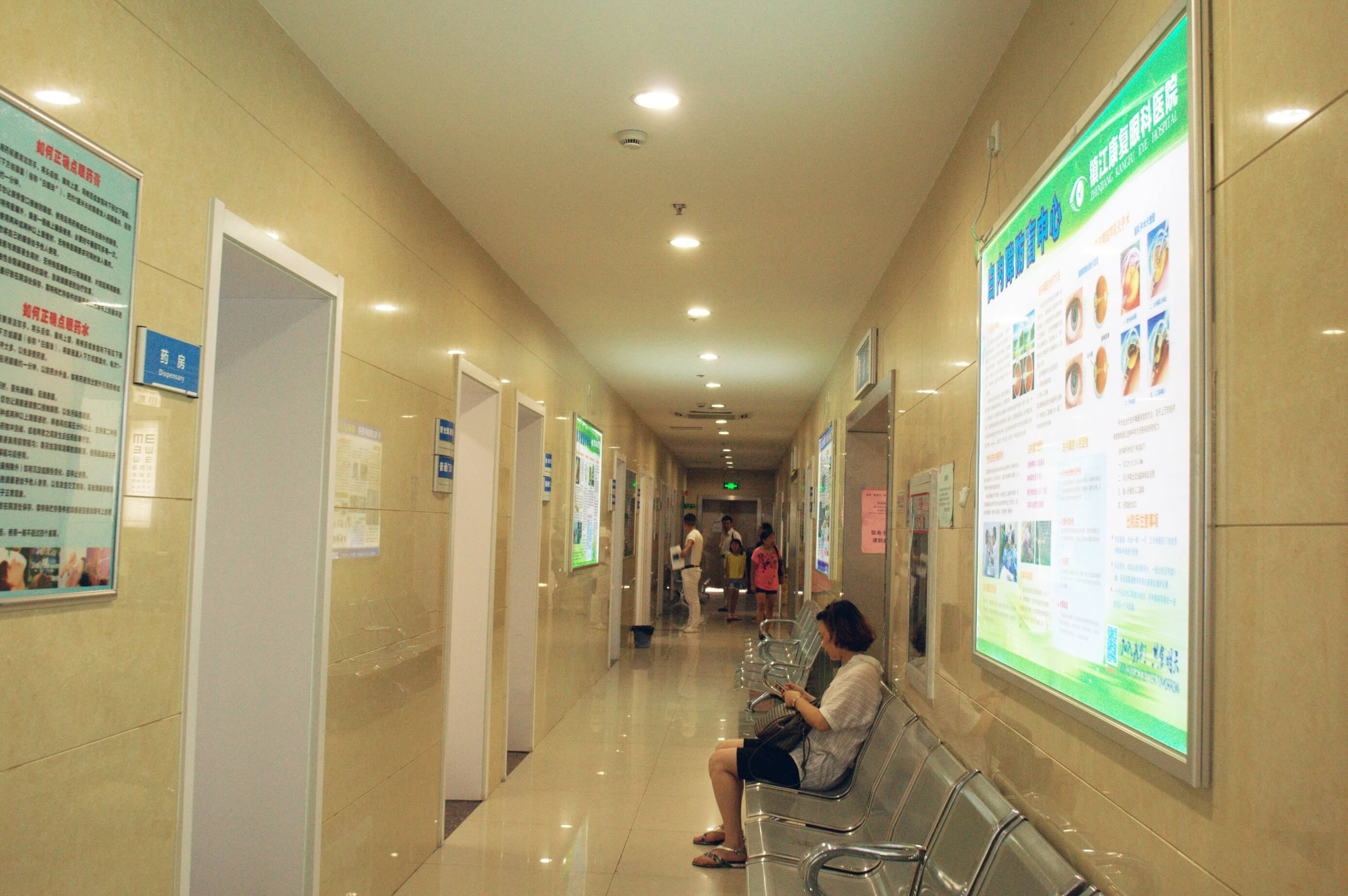 明亮宽敞的走廊